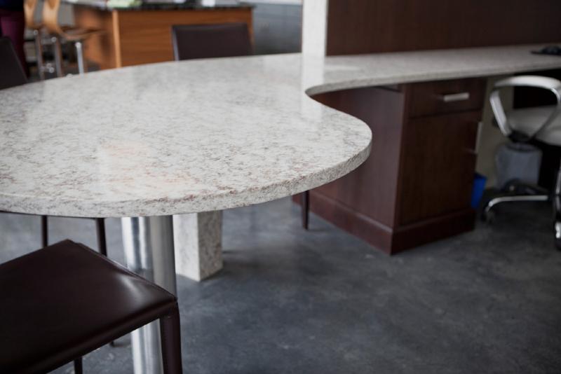 desk-hanstone-indiana-pearl-2