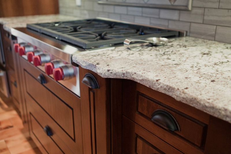 kitchen-alaska-white-with-rock-pitch-edge-5