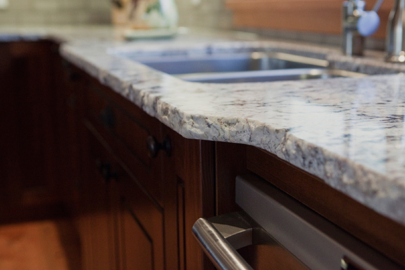 kitchen-alaska-white-with-rock-pitch-edge-6