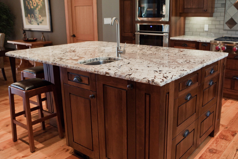 kitchen-alaska-white-with-rock-pitch-edge-7
