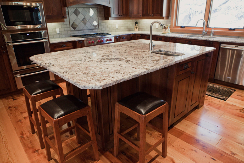 kitchen-alaska-white-with-rock-pitch-edge-8