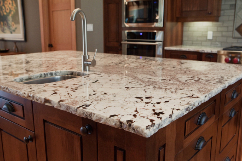 kitchen-alaska-white-with-rock-pitch-edge-9